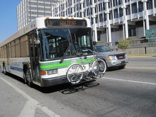 800px-MATA_bus_with_bike_carrier_2010-10-02_Downtown_Memphis_TN